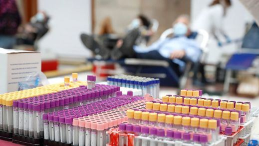 El hospital de Terrassa también vacunó a trabajadores jubilados para no tirar vacunas