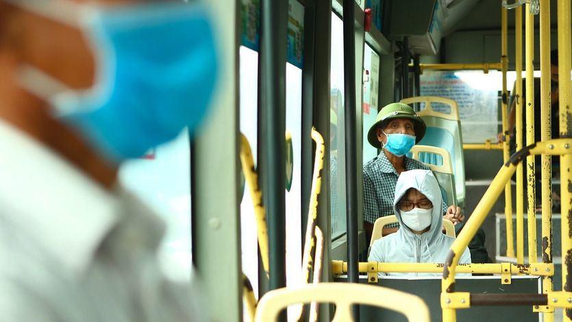 Baleares y La Rioja prohíben hablar en el transporte público para minimizar los contagios de coronavirus