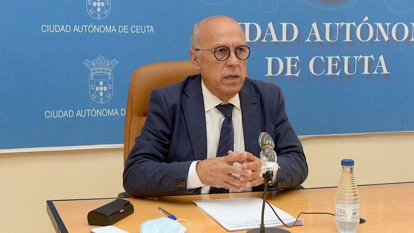 El consejero de Sanidad de Ceuta no dimite tras la polémica y asegura que 'no quería vacunarse'