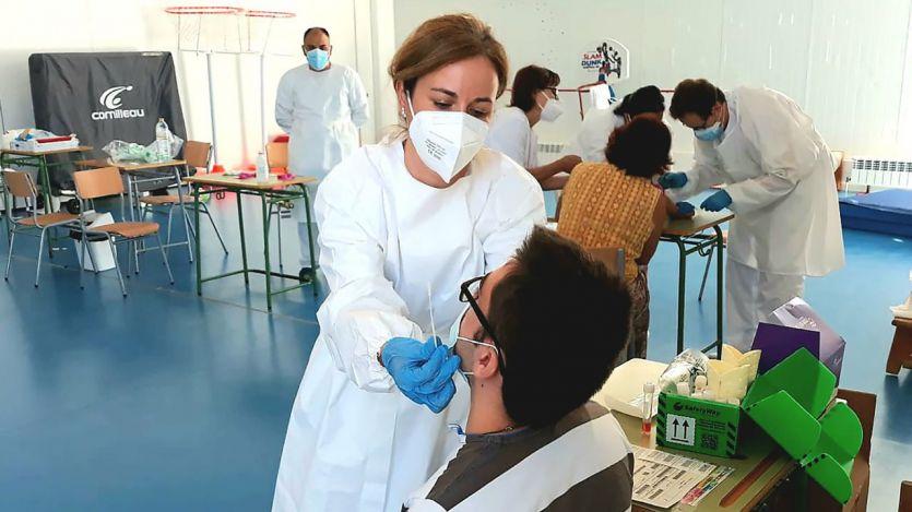 España marca un nuevo récord diario con 44.357 contagios y la incidencia roza ya los 800 casos