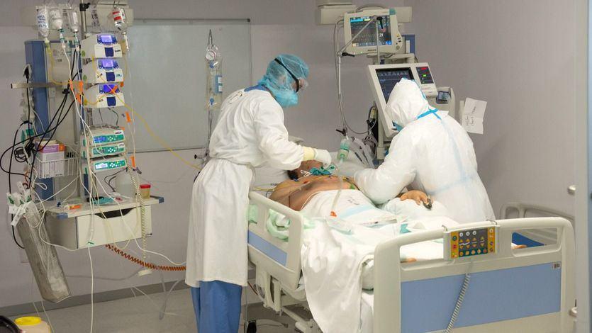 Sanidad notifica 42.885 nuevos contagios y 410 fallecidos y la incidencia sigue desbocada
