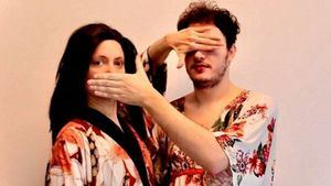 Crítica de la obra de teatro 'Mori(r) de amor': historias de karaoke