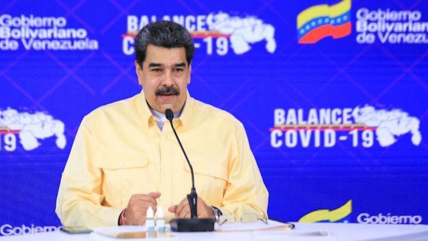 Maduro posa con varios viales de Carvativir