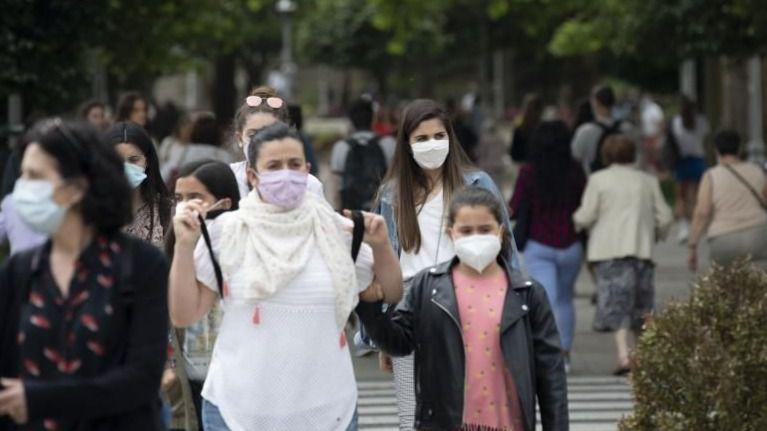 El Gobierno debate con las comunidades hacer obligatoria las mascarillas FFP2 para lugares públicos