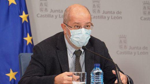 Castilla y León endurece sus restricciones, cierra casi al completo la hostelería y confina 53 municipios