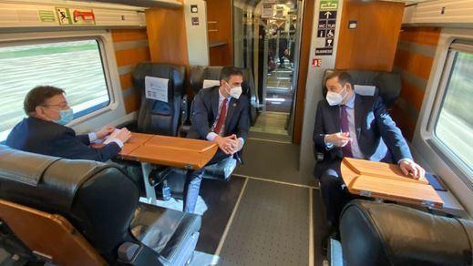 Sánchez inaugura el nuevo tramo del AVE entre Madrid, Elche y Orihuela