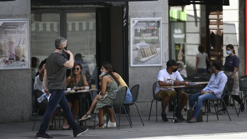 Madrid hace obligatorio el uso de mascarilla en restaurantes y amplía a 6 las plazas por mesa