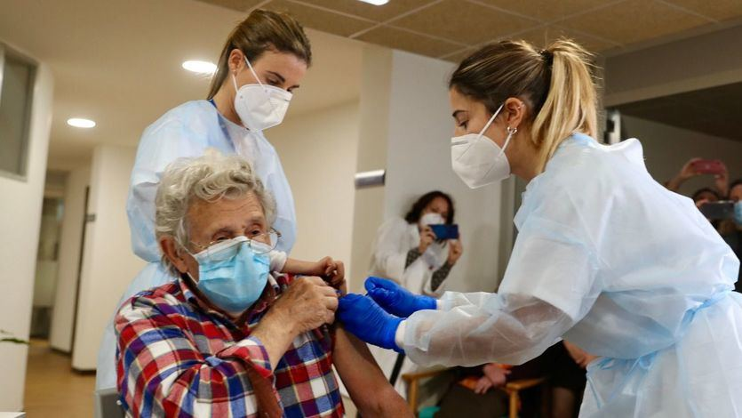 Las comunidades han administrado 1,6 millones de vacunas y más de 350.000 personas han recibido la segunda dosis