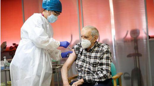 El 70% de la población inmunizada frente al coronavirus en verano: ¿es factible?