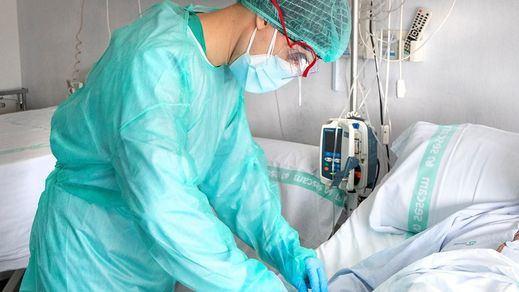Sanidad notifica 724 muertos, la cifra diaria más alta desde abril, pero siguen bajando los contagios