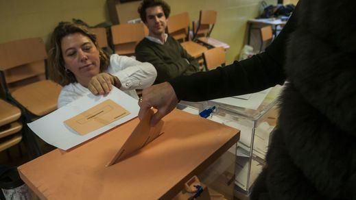 El voto por correo sigue arrasando en Cataluña mientras crece el temor por falta de miembros en las mesas electorales