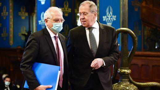 Borrell reclama a Rusia la puesta en libertad del opositor Navalni y le recriminan los presos del procés