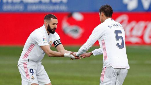 El Madrid suda sangre para remontar y ganar al colista Huesca (1-2)