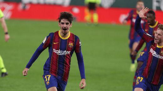 Un nuevo Barça remonta y gana al Betis gracias a la salida de Messi (2-3)