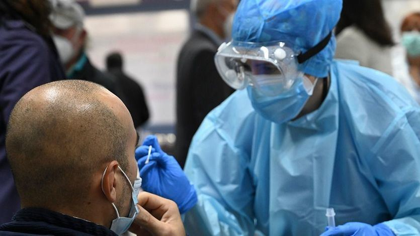 España suma 47.095 contagios y 909 fallecidos en el fin de semana con más muertos desde la primera ola