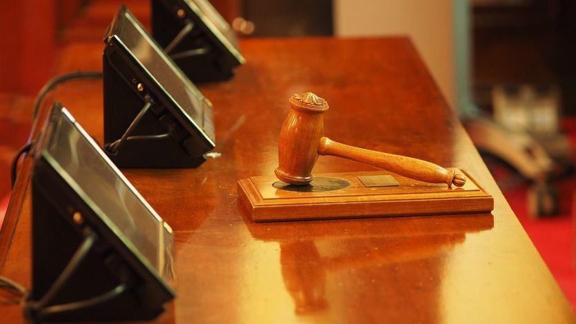 El juez que tumbó el cierre de la hostelería vasca comparte en redes sociales lemas contra el confinamiento