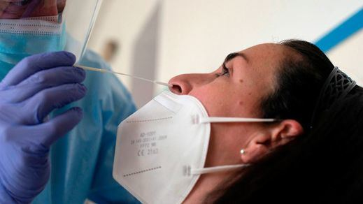 Sanidad suma 530 fallecidos mientras la incidencia baja de 500, con 14.581 nuevos casos