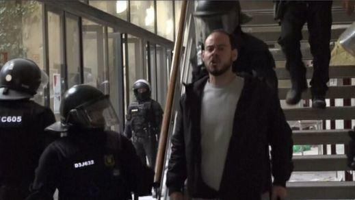 Pablo Hasel, detenido sin resistencia en la Universidad de Lleida para su ingreso en prisión