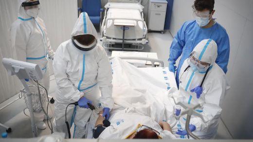 La incidencia del coronavirus baja a 385 y se registran 530 muertes en la última jornada