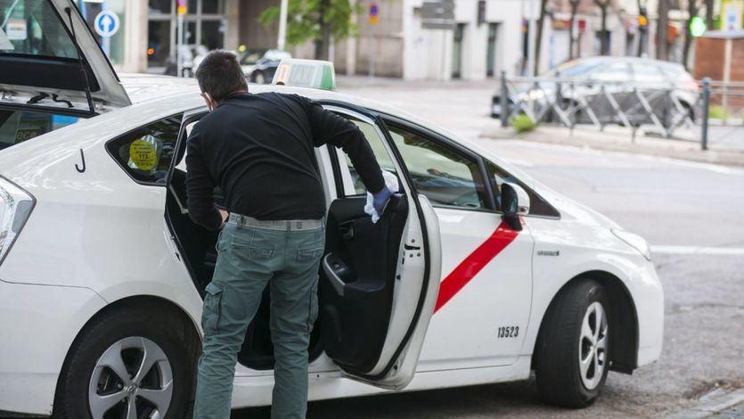 Los taxistas de Madrid tendrán que cuidar el aseo, llevar ropa que guarde uniformidad y podrá haber ofertas en precios