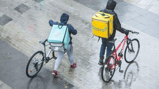 Plataformas como Glovo se ahorran más de 100 millones en cotizaciones utilizando 'riders' como falsos autónomos