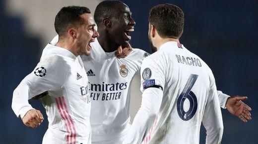 Una discutible roja da la vida al Madrid en Europa (0-1)