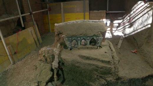 Descubren en Pompeya una carroza ceremonial casi intacta