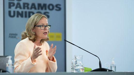 Calviño rechaza la regulación de los alquileres y aboga por aumentar el parque público de viviendas