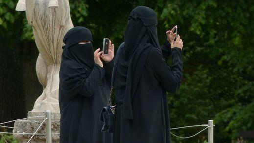Los suizos votan a favor de prohibir el burka en espacios públicos