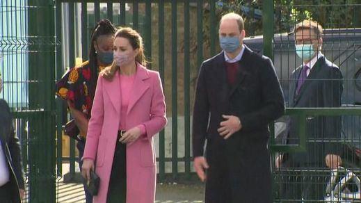 El príncipe Guillermo da la cara por la Familia Real y dice que 'no es racista'