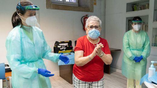 Acuerdo para ampliar hasta los 65 años el límite de edad para la vacuna de AstraZeneca