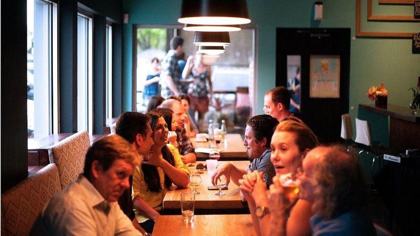 Sanidad plantea cerrar el interior de los bares y restaurantes en zonas con incidencia superior a 150