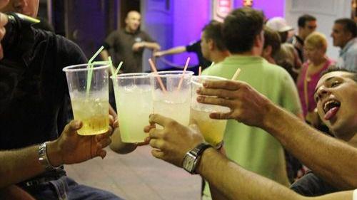 El Gobierno propone una Ley sobre alcohol y menores