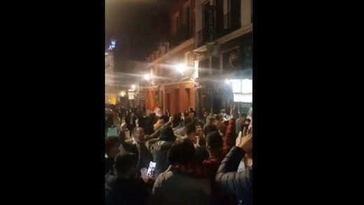Gran enfado por las aglomeraciones en Madrid después del toque de queda