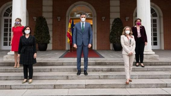 Sánchez agradece a Iglesias su trabajo y presume de Gobierno 'feminista' con 4 vicepresidentas