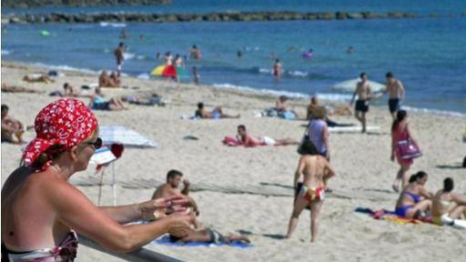Canarias y Baleares no obligarán al uso de las mascarillas en la playa si hay distancia