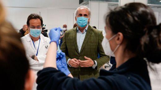 España no para de vacunar pese a la Semana Santa mientras que en Madrid hay debate: ¿se ha paralizado el proceso?