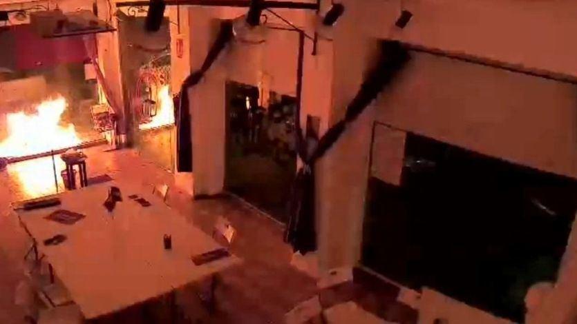 El ataque con explosivos a la sede de Podemos en Cartagena incendia las redes