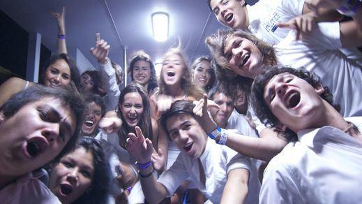 Los jóvenes franceses también la lían en su país: furor por las fiestas clandestinas en París