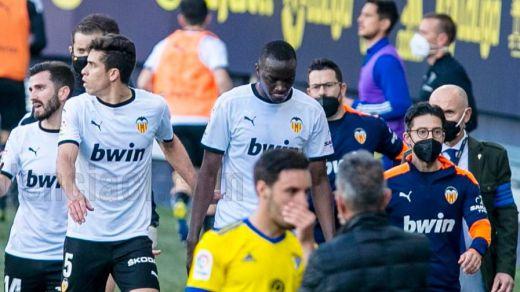 Polémico incidente racista en el Cádiz-Valencia: Diakhaby asegura que Cala le llamó