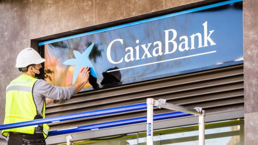 CaixaBank inicia la unificación de la marca en la red de oficinas con Bankia