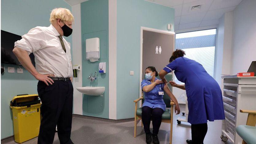 Reino Unido ofrecerá una vacuna alternativa a AstraZeneca a los menores de 30 años