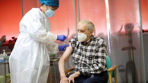 La vacunación en España ya se nota: se reduce la mortalidad entre los mayores de 80 años