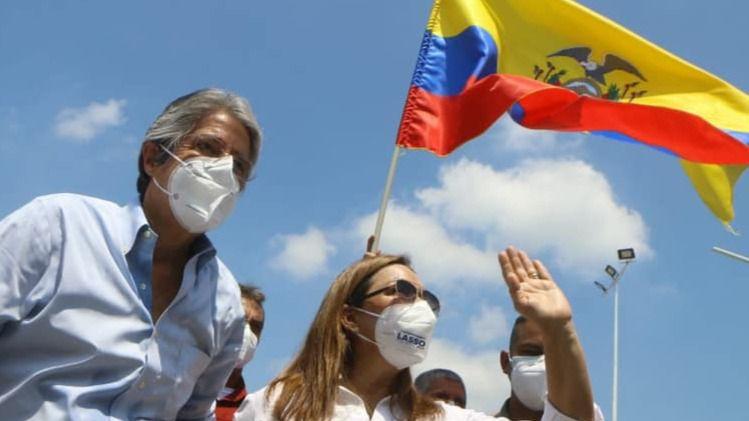Elecciones en América Latina: Ecuador vira a la derecha con Guillermo Lasso y Perú opta por los extremos en la primera vuelta