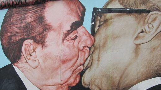 El beso de Leonid Brezhnev y Erich Honecker