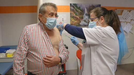 El 20% de la población española ha recibido al menos una dosis de la vacuna