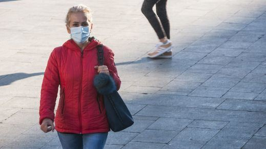 El Centro Europeo de Control de Enfermedades pide relajar medidas para vacunados: mascarillas y distancias