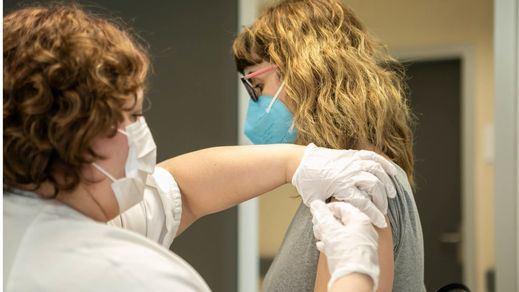 Más del 20% de la población en España tiene ya una dosis de la vacuna contra el coronavirus