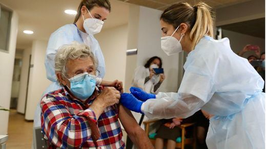 Más de mil millones de vacunas contra el coronavirus administradas en todo el mundo