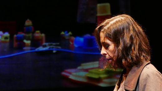 Crítica de la obra de teatro 'El fuego amigo': vivir para no olvidar